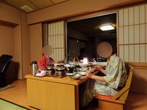 夕食は静かに部屋食です